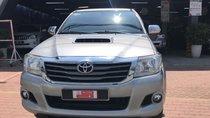 Xe Toyota Hilux năm 2015, màu bạc, nhập khẩu nguyên chiếc