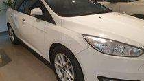 Bán Ford Focus Trend 2018 trắng, giá chỉ 570 triệu