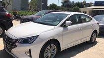Cần bán xe Hyundai Elantra đời 2019, màu trắng