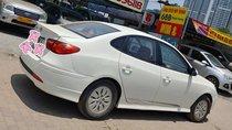 Bán xe Hyundai Avante đăng ký 2011, màu trắng còn mới, giá 295triệu