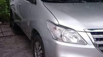 Cần bán lại xe Toyota Innova đời 2015, màu bạc, 550 triệu