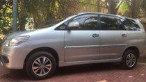 Cần bán lại xe Toyota Innova 2015, màu bạc giá cạnh tranh
