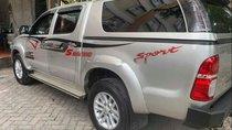 Bán xe Toyota Hilux G 4x2 đời 2015, màu bạc, nhập khẩu ít sử dụng