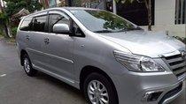 Cần bán gấp Toyota Innova E đời 2014, màu bạc