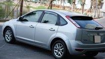 Cần bán Ford Focus đời 2010, màu bạc chính chủ