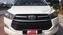 Cần bán lại xe Toyota Innova sản xuất năm 2018, màu trắng số sàn