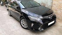 Cần bán 1 trong 2 xe Camry 2.0E mẫu mới 2018