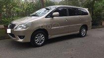 Gia đình cần bán chiếc xe ô tô Toyota Innova 2.0E, màu ghi vàng, SX 2013