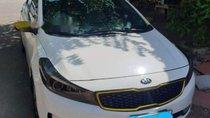 Cần bán gấp Kia Cerato MT đời 2016, màu trắng