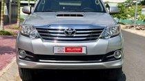Cần bán gấp Toyota Fortuner năm sản xuất 2015, màu bạc số sàn