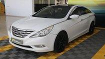 Cần bán Hyundai Sonata 2.0AT đời 2011, màu trắng, xe nhập