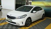 -Cần bán xe Kia Cerato 1.6MT đời 2018, màu trắng