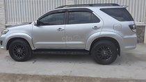 Cần bán gấp Toyota Fortuner sản xuất năm 2015, màu bạc chính chủ, giá tốt