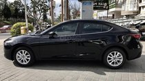 Mazda 3 giảm giá sốc, quà cực bốc