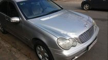 Nhà bán xe Mercedes C200 đời 2001, màu bạc, nhập khẩu nguyên chiếc số sàn, 185tr