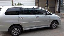 Cần bán xe Toyota Innova E sản xuất 2016, màu bạc còn mới