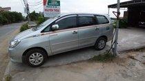 Cần bán Toyota Innova 2010, màu bạc xe gia đình