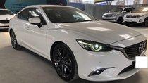 Cần bán Mazda 6 Premium 2.5AT, đời 2017, màu trắng, xe gia đình ít đi