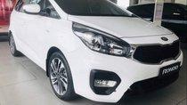 Cần bán xe Kia Rondo Standard MT năm sản xuất 2019, màu trắng, giao xe ngay