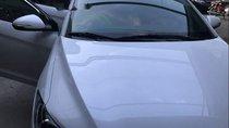 Bán Hyundai Elantra đời 2017, màu trắng xe gia đình, 580tr