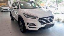 Hyundai Tucson tiêu chuẩn trắng giao ngay. Tặng bộ PK cao cấp, hỗ trợ vay trả góp. LH: 0903175312