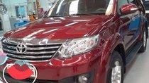 Cần bán lại xe Toyota Fortuner đời 2012, màu đỏ, xe còn rất mới, ít hao xăng