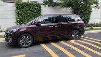 Cần bán Kia Sedona 2.2 full option xe màu đỏ, sản xuất 2016 model 2017, xe máy dầu cực kì tiết kiệm