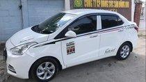 Cần bán lại xe Hyundai Grand i10 năm sản xuất 2017, màu trắng, nội thất ghế mình đã bọc da hết