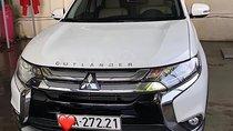 Cần bán xe Mitsubishi Outlander sản xuất năm 2018, màu trắng ít sử dụng