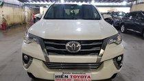 Toyota Fortuner 2.7V số tự động, màu trắng, nhập khẩu