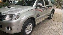 Cần bán lại xe Toyota Hilux G 4x2 đời 2015, màu bạc số sàn