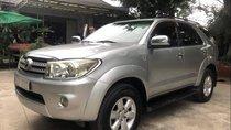 Cần bán lại xe Toyota Fortuner đời 2010, màu bạc xe gia đình