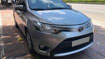Bán Toyota Vios 2017 số sàn, màu bạc, gia đình đi kỹ