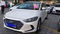 Cần bán gấp Hyundai Elantra sản xuất 2017, màu trắng số tự động