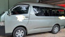 Gia đình bán xe Toyota Hiace đời 2011, màu xanh ngọc