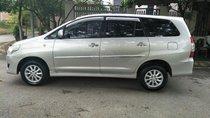 Bán Toyota Innova 2.0G sản xuất 2014 số tự động, màu bạc, chính chủ con gái làm công chức sử dụng nên xe rất mới và đẹp