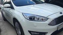 Bán Ford Focus Titanium sản xuất năm 2017, màu trắng xe gia đình giá cạnh tranh