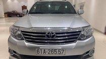 Cần bán xe Toyota Fortuner v năm sản xuất 2016, màu bạc giá cạnh tranh