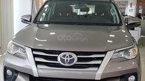 Cần bán Toyota Fortuner số tay đời 2019, màu đồng ánh kim, xe giao ngay