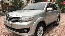 Bán Toyota Fortuner V năm sản xuất 2013, màu bạc, giá tốt