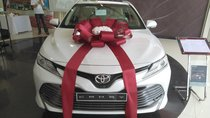 Toyota Camry nhập khẩu Thái Lan màu trắng, màu đen giao xe ngay