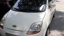 Bán Chevrolet Spark năm 2011, màu trắng, xe máy và gầm nguyên bản và chắc lịch
