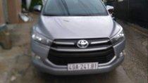 Cần bán Toyota Innova 2.0E 2018, màu bạc số sàn, giá 735tr