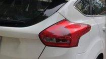 Cần bán gấp Ford Focus năm sản xuất 2017, màu trắng, xe còn gần như mới