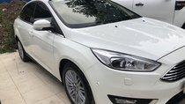Cần bán Ford Focus Titanium đời 2016, màu trắng