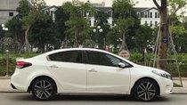 Cần bán xe Kia Cerato 2017 số tự động màu trắng