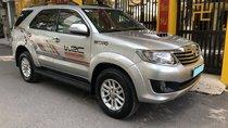 Cần bán xe Toyota Fortuner 2015, số sàn, máy dầu, màu bạc