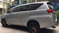 Cần bán Toyota Innova 2017, màu bạc, giá tốt