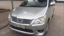 Cần bán xe Toyota Innova đời 2013, màu bạc