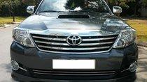 Cần bán xe Toyota Fortuner 2015 MT dầu, màu xám chì zin nguyên